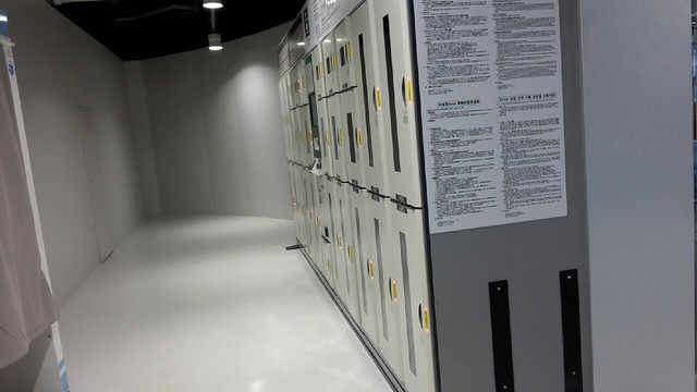 成田機場第三航廈出入口旁置物櫃