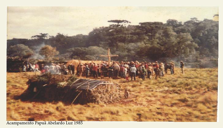 acampamento papuã.jpg