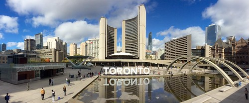 Toronto: Nathan Phillips Square and Toronto City Hall