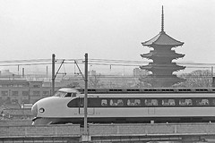 #Bullet train passes Buddhist temple in Japan, 1966 [750x499] #history #retro #vintage #dh #HistoryPorn http://ift.tt/2eACY1G