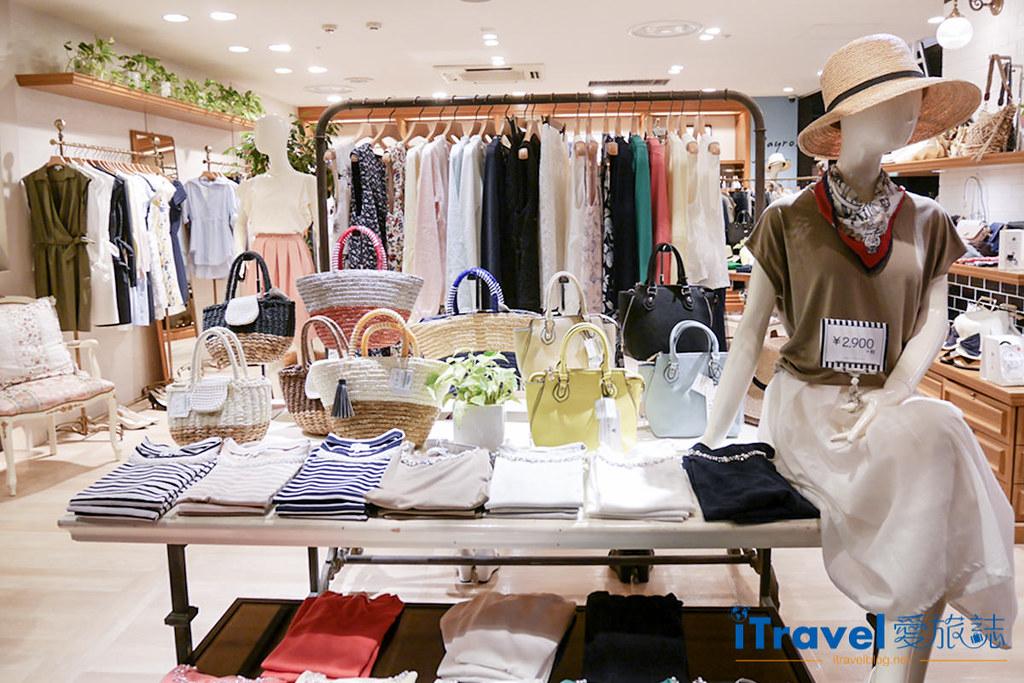 《福冈购物血拼》天神地下街:服饰、配件、鞋款与药妆一网打尽,逛吃购大大满足。