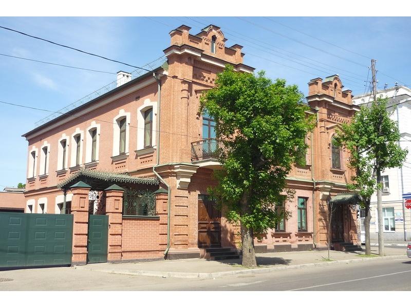 Жилой дом на углу улицы Орджоникидзе и улицы Седина