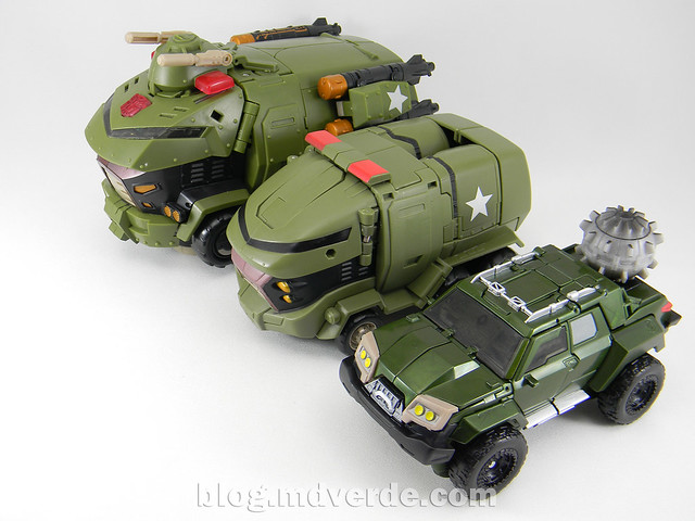 Transformers Bulkhead - Prime First Edition Takara - modo alterno vs Bulkead Animated
