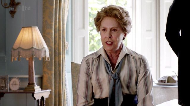 DowntonAbbeyS02E07_Isobel_tie_striped