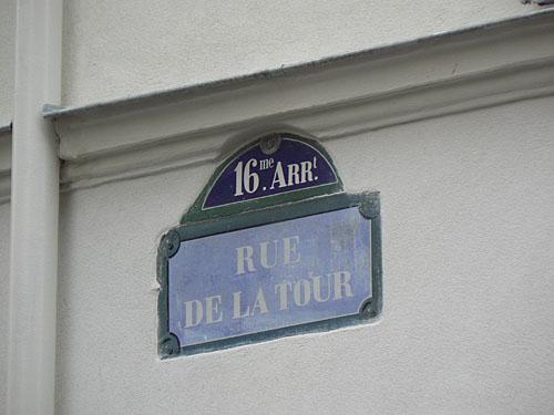 rue de la Tour plaque.jpg