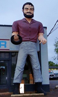 VA, Roanoke-U.S. 11 Williamson Road Service Center Muffler Man