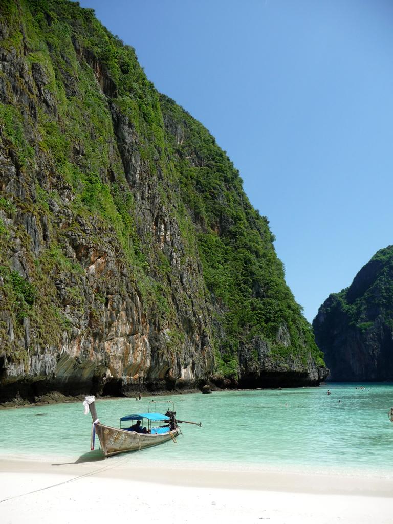 7379744050 dd0ba772ee b 14 Amazing Beaches Around the World
