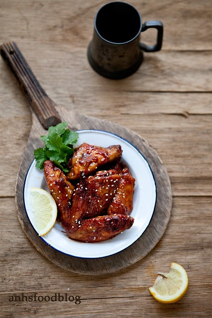 Sticky spicy chicken wings
