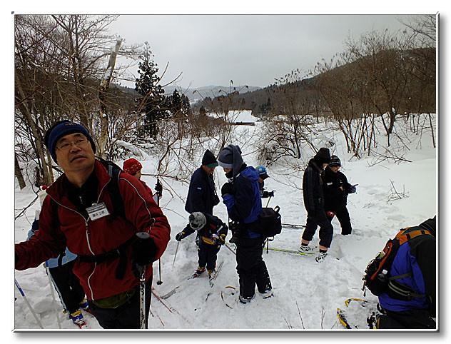雪山を登る.途中では色々な生き物が活動している痕跡を発見できた.