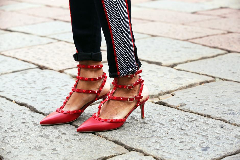 la-modella-mafia-model-off-duty-street-style-chic-Fall-2012-shoes-Le-Valentino-Rockstud-shoes-di-Tamu-grazia.it_2