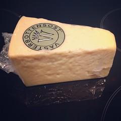 dessert(0.0), gruyã¨re cheese(1.0), pecorino romano(1.0), food(1.0), dairy product(1.0), parmigiano-reggiano(1.0), cheese(1.0), cheddar cheese(1.0),