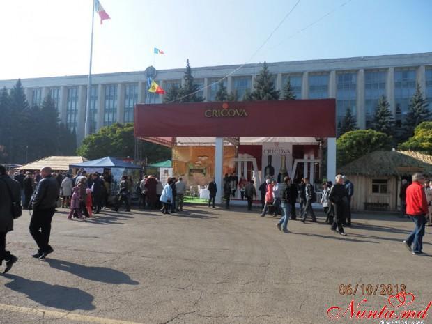 """Restaurantul """"Oraşul Subteran""""  > La 5 şi 6 octombrie în Chişinău a fost sărbătorită Ziua Naţională a Vinului."""
