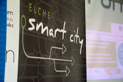 Building Smart Cities Leveraging Open Innovation