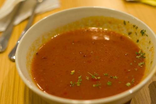 也是簡約風的紅湯, 加了一點香草(完)