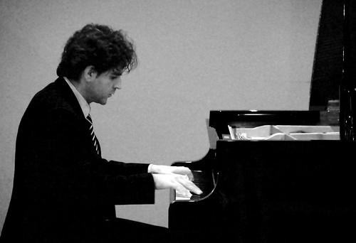 FCO DAMIÁN HERNÁNDEZ, PIANO - LEÓN 21.04.12 by juanluisgx