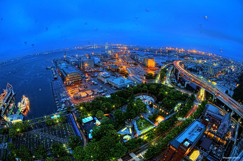 HDR Photo: Rainy blue hour in Yokohama