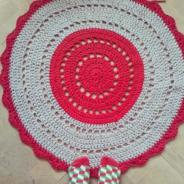 Handmade crochet rug by Plutomeisje