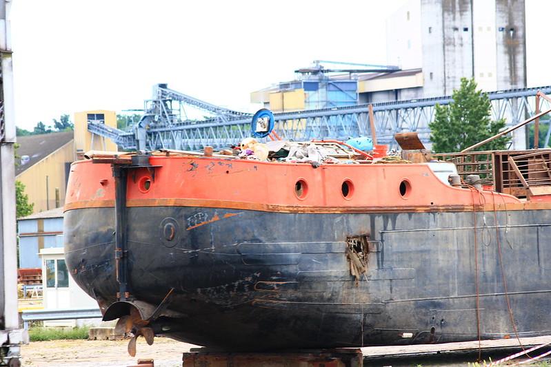 La timonerie a disparu, ravagée par les flots de la Garonne. ©www.BordeauxPaquebots.com