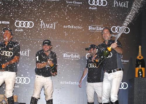 Champagne celebration for Sao José!!!
