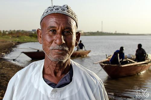 sunrise boats fishing fisherman sudan oldman khartoum omdurman thefisherman nikkor35mm nikond7000 hishamkarouri almawrada