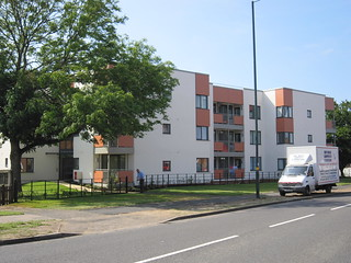 Meon_Grove-flats-street-front