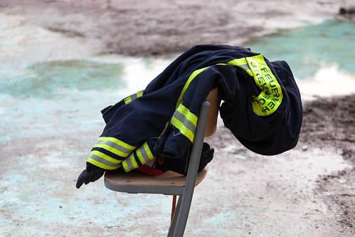 abgelegte Feuerwehrjacke; copyright 2013: Georg Berg