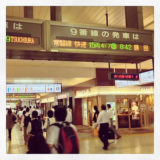 Photo:早めにホテルを出たので南千住にも早め着。なので、上野へ戻って予定の電車に乗ることに。やっぱり旅の始まりは上野だよね!と思ったが、折り返し時間ギリギリだし、そもそも終端駅ホームじゃなかった… By double-h_by_phone