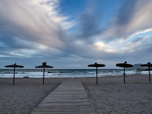 azul mar agua mediterraneo playa explore nubes explored monsalo