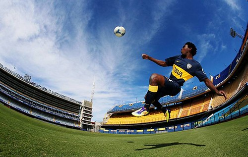 UNHCR News Story: Soccer-mad African stowaway finds new goals after passage to Argentina