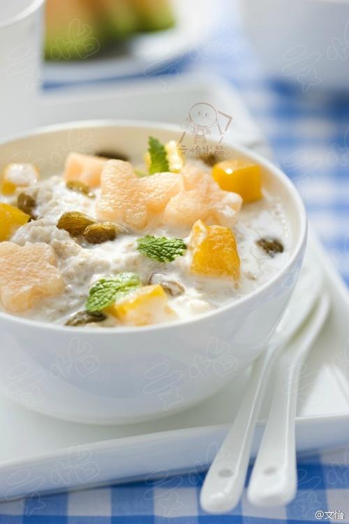 果香燕麦酸奶粥