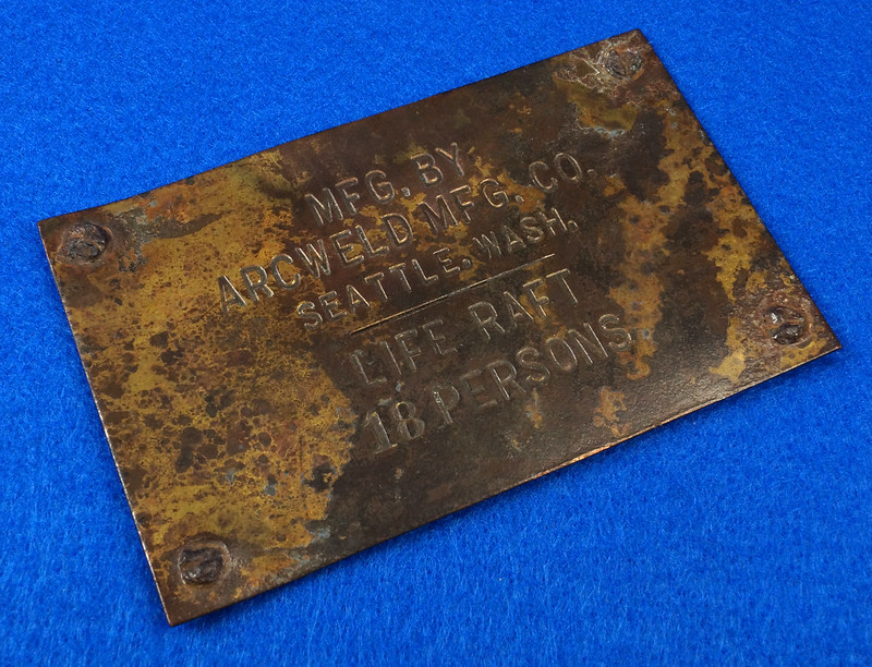 RD12929 Vintage Brass Plate Arcweld Mfg. Co. Seattle Wash. Life Raft 18 Persons DSC06605