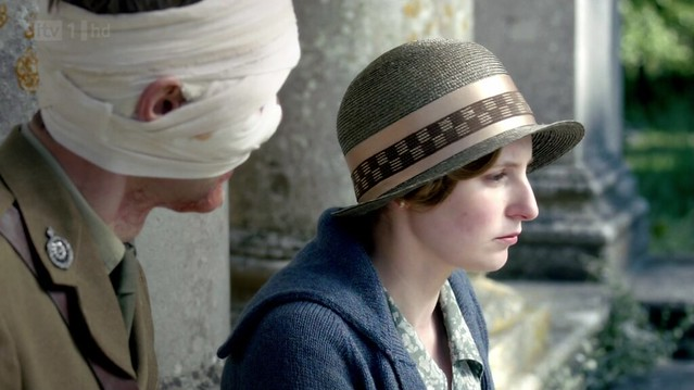 DowntonAbbeyS02E07_Edith_checkedribbonhat