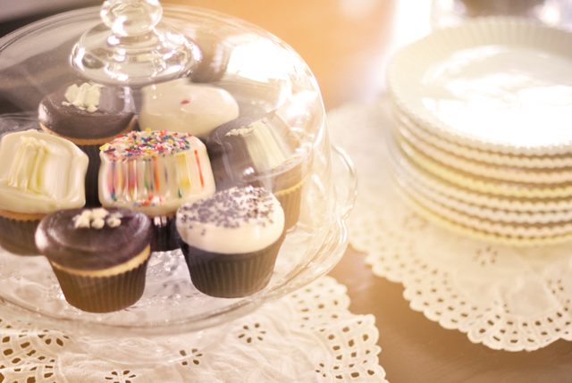 cupcakes in cake stand -  pastel cake plates -eyelet doilies