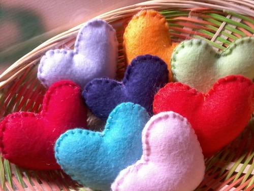 Delícia!! coraçoes coloridos!! by ♥Paninhos em forma de amor♥