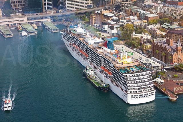 'Carnival Spirit' Cruise Ship Circular Quay-3157