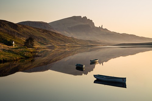 reflection skye tourism sunrise landscape boats scotland oldman loch isle fada storr
