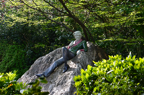 auf einem Stein im Merrion Square Dublin