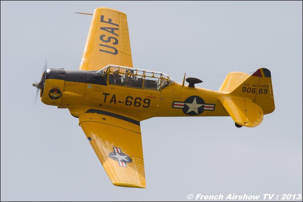 T-6 jaune T-669 AeroRetro, Meribel Air Show 2013