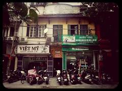 """""""Nhà mình ở giữa hai cửa hàng, mình đổi tên shop thành Lối vào"""" Hà Nội"""