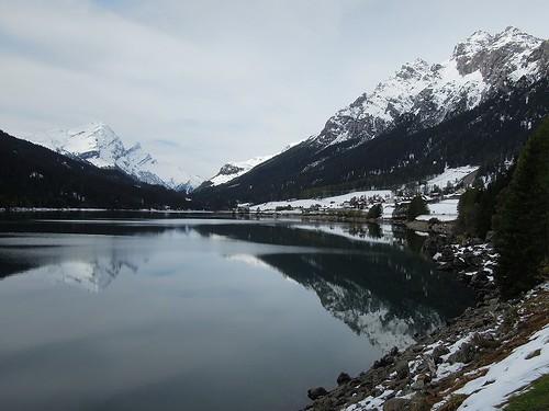 スフナー湖