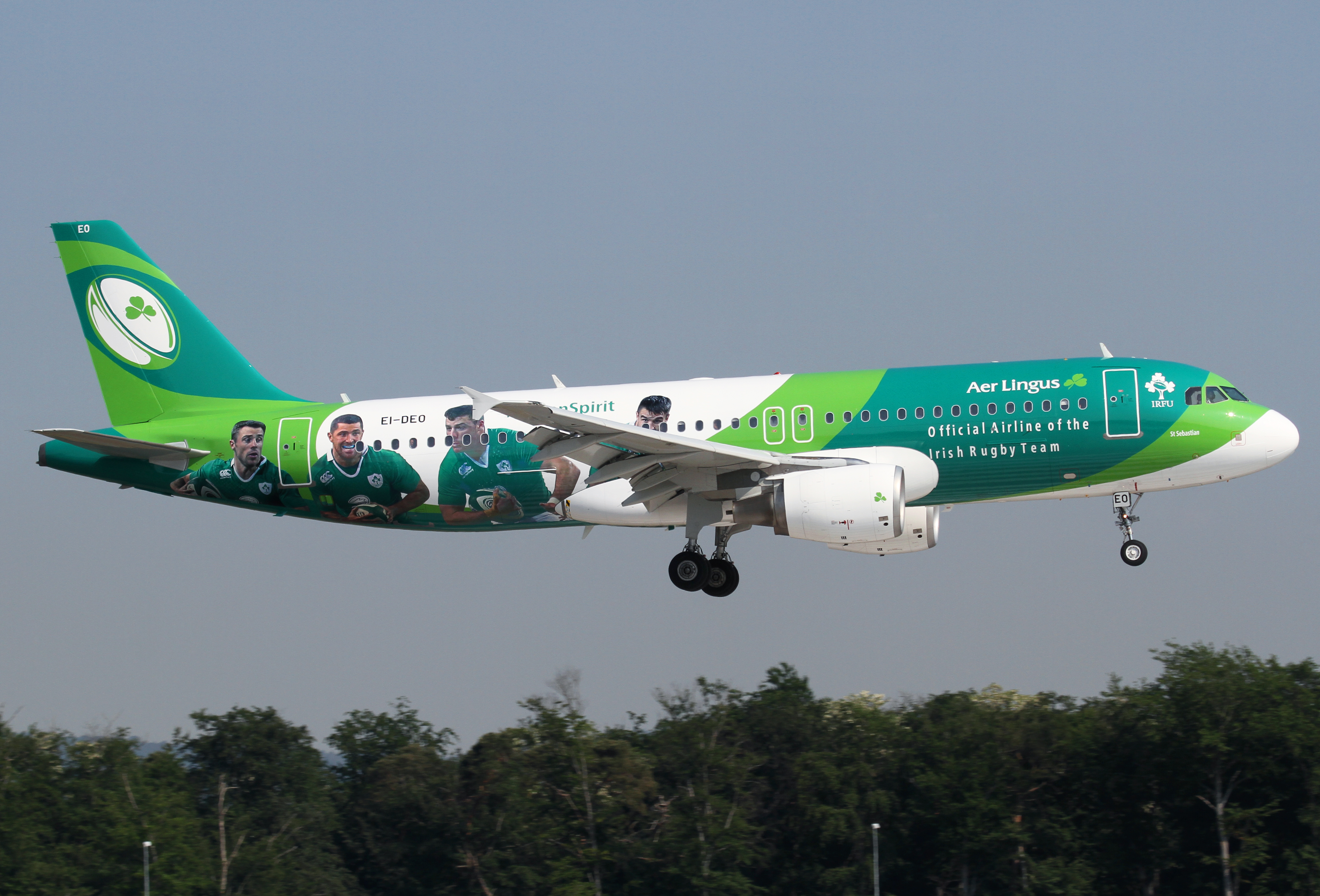 Aer Lingus' latest special scheme landing on RWY07L inbound from Dublin DUB. First visit in this nice livery. Delivered 07/2005.