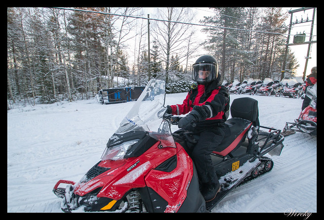 Excursiones Laponia finlandesa invierno - Motos de nieve
