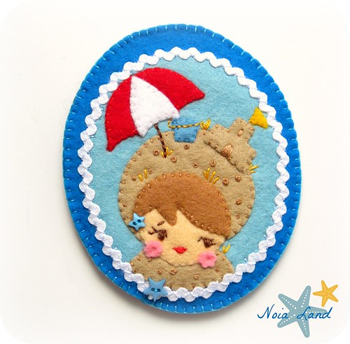 Broche de fieltro: En la playa