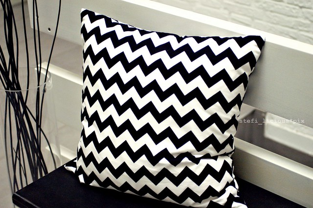 chevron_black_2