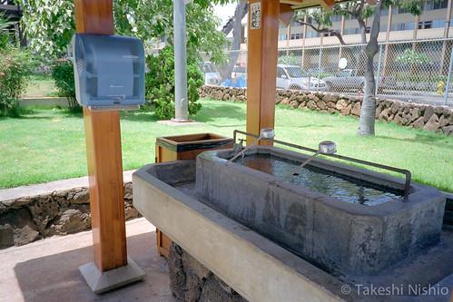 手水舎にペーパータオル / Paper towel, placed at basin