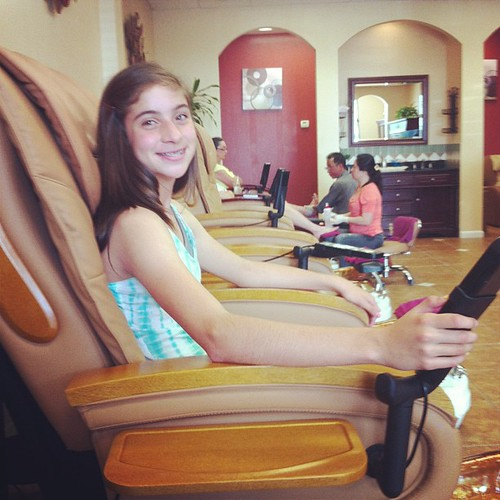 Getting a pedi with the birthday girl @lilybethh_