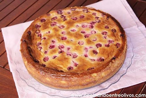 Tarta de queso, chocolate blanco y frambuesas www.cocinandoentreolivos (7)