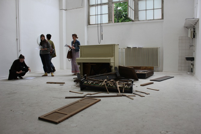 3 Raum 91_curated by Lukas Töpfer : piano by Fabian Knecht