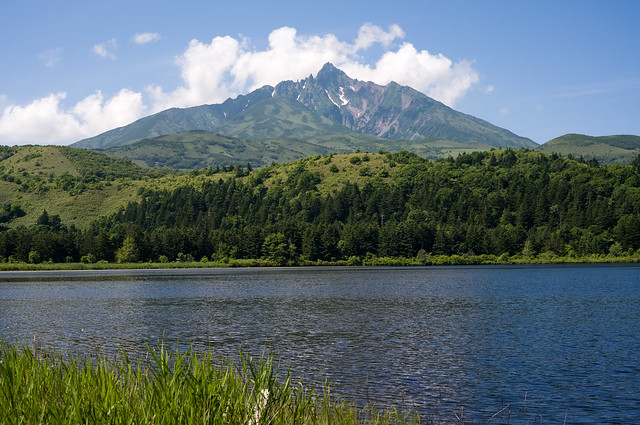 利尻島 オタドマリ沼と利尻富士