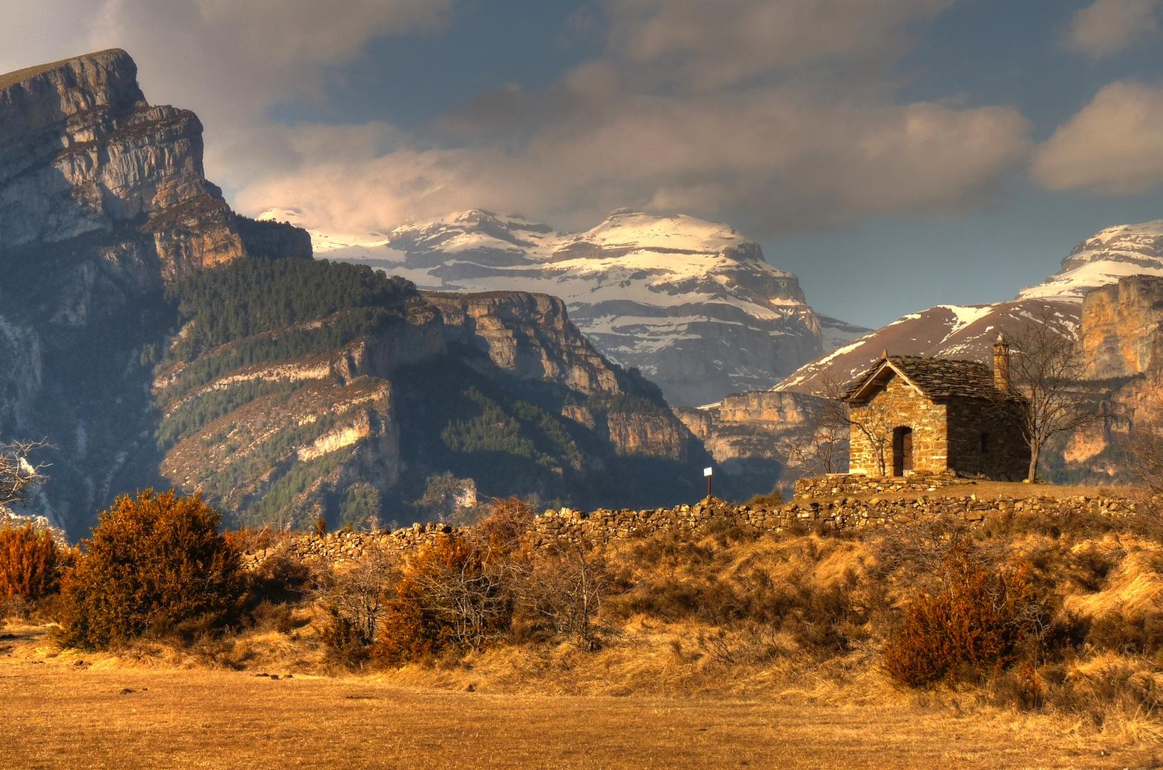 9. Monte Perdido en la distancia. Autor, Juan del Pozo